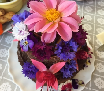 Creating an edible flowers feast